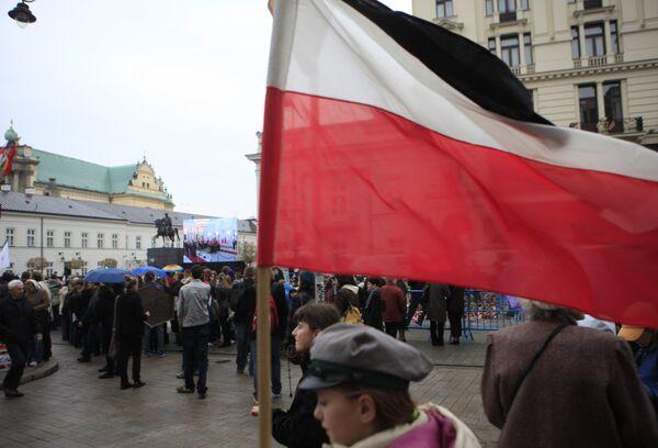 Люди возле президентского дворца в Варшаве