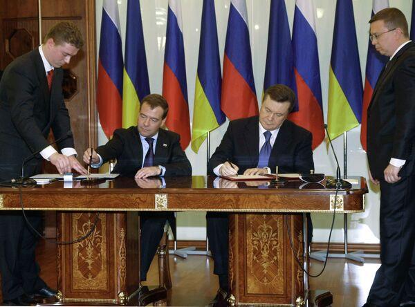 Подписание документов по итогам переговоров Дмитрия Медведева и Виктора Януковича