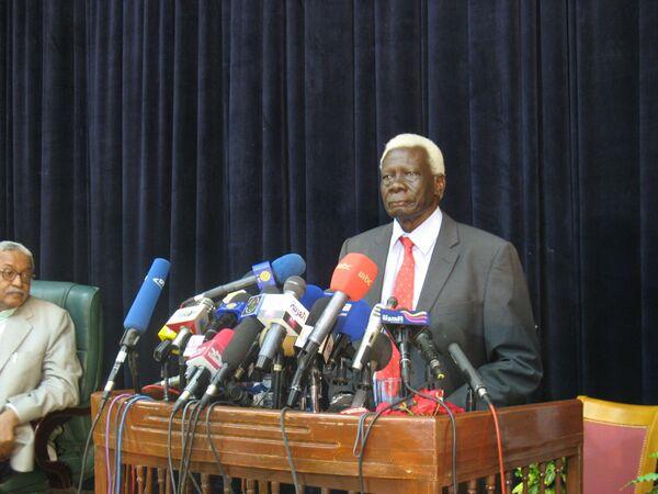 Председатель Национальной избирательной комиссии Судана Абель Алиер. Архив