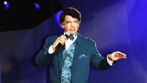 Эстрадный певец Сергей Захаров. Архивное фото