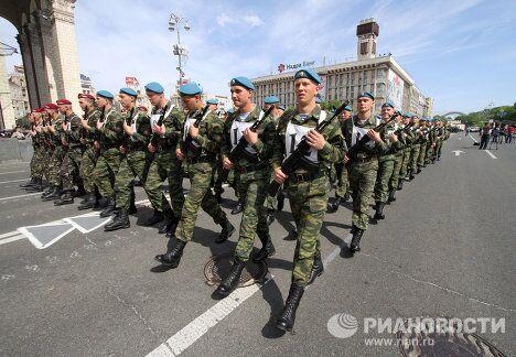 Генеральная репетиция соместного парада войск по случаю 65-й годовщины Победы в Великой Отечественной войне в Киеве