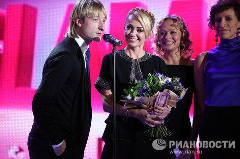 Евгений Плющенко и Яна Рудковская на церемонии вручения премии Женщина года Glamour 2009