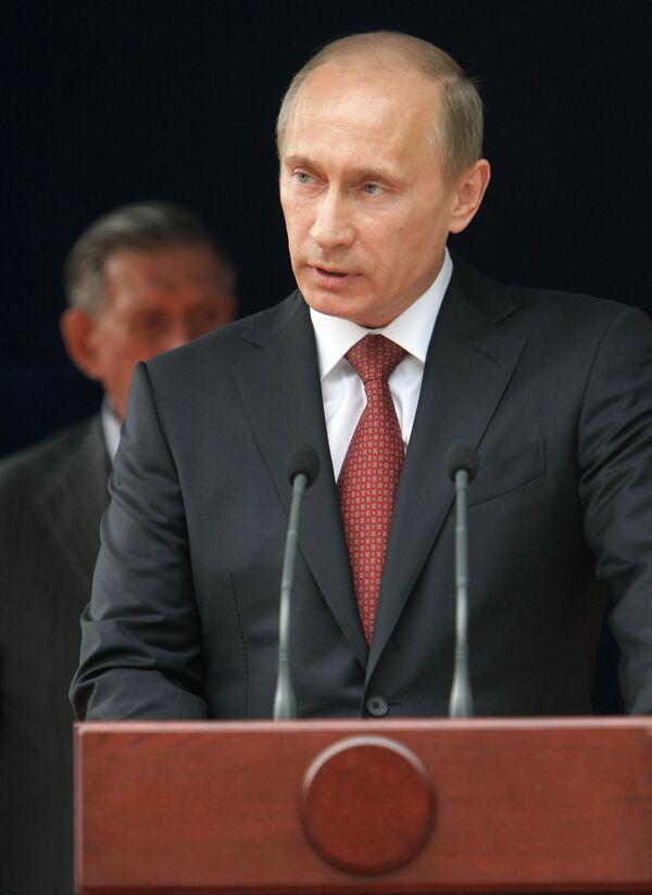 Премьер-министр РФ Владимир Путин заложил камень в основание памятника на Поклонной горе