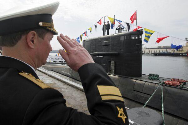Подъем флага на новейшей дизель-электрической подводной лодке 4-го поколения Санкт -Петербург