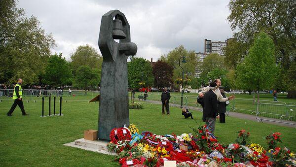 Церемония возложения цветов советскому мемориалу в Лондоне
