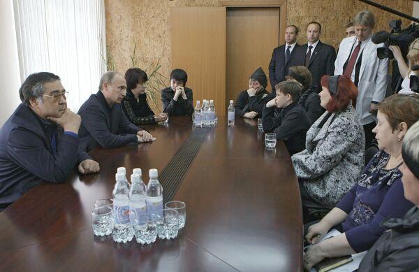 Владимир Путин встретился с группой родственников горняков, погибших в результате аварии на шахте Распадская