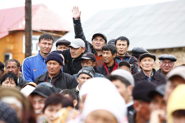 Митинг в селе Тейит под Джалал-Абадом