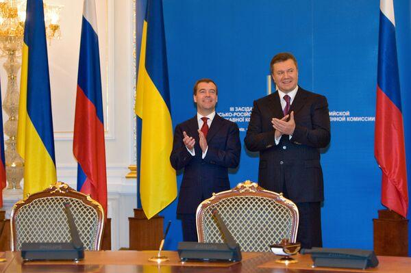 Президенты России и Украины Дмитрий Медведев и Виктор Янукович. Архив