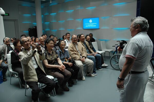 Около 60 выпускников советских и российских вузов встретились в четверг на ЭКСПО-2010 в Шанхае и посетили Российский павильон