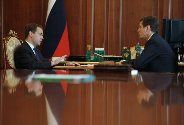 Президент РФ Дмитрий Медведев и вице-премьер РФ Александр Жуков (слева направо)