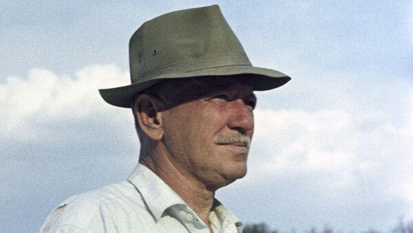 Советский писатель Михаил Шолохов, архивное фото