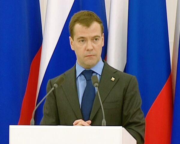 РФ и США должны одновременно ратифицировать договор по СНВ - Медведев