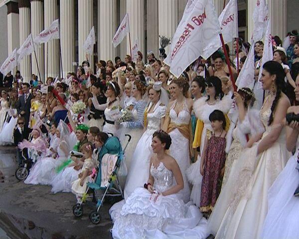 Девушки показали неожиданные свадебные фантазии на Параде невест