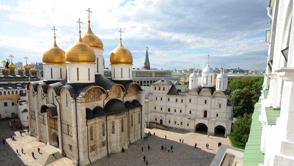 Вид на Успенский собор и территорию Кремля с колокольни Ивана Великого