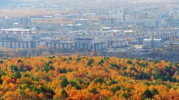 Вид города Южно-Сахалинска. Архивное фото