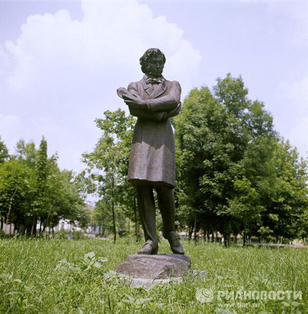 Памятник А.С. Пушкину в Каменке