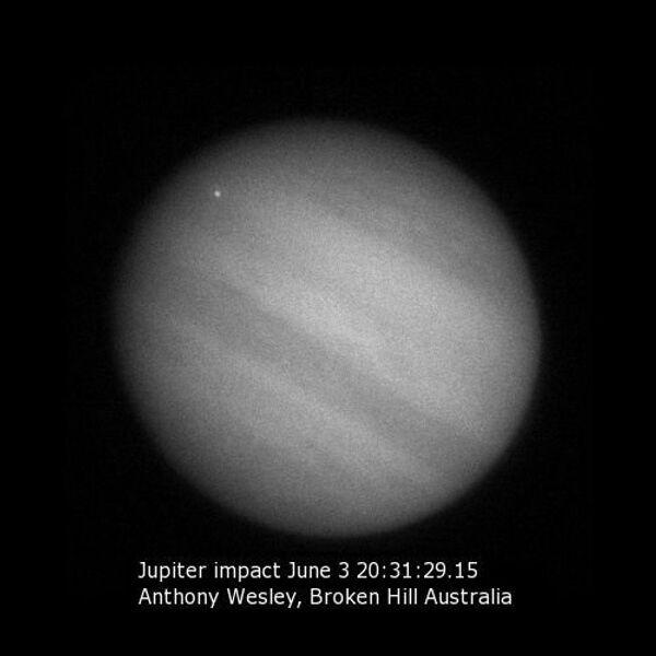 Неизвестное небесное тело врезалось в Юпитер