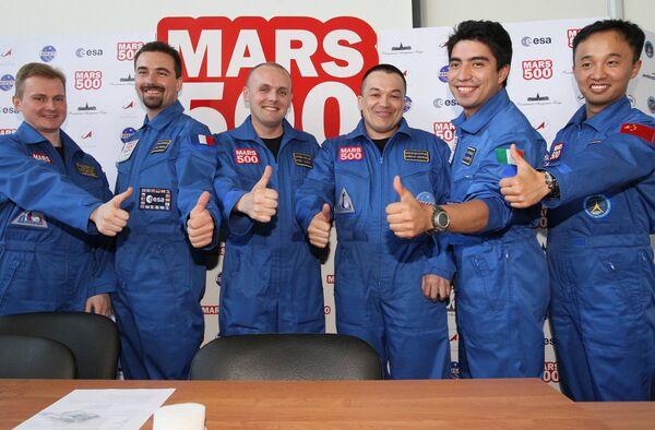 Участники экипажа эксперимента по моделированию полета на Марс