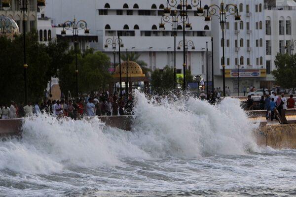 Циклон Phet в Омане