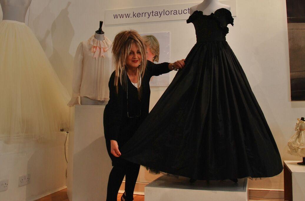 6bf912a9412 Черное платье леди Дианы будет выставлено на аукцион - РИА Новости ...
