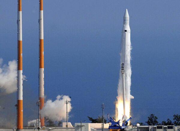 Запуск ракеты-носителя KSLV-1 с научным спутником STSAT-2B