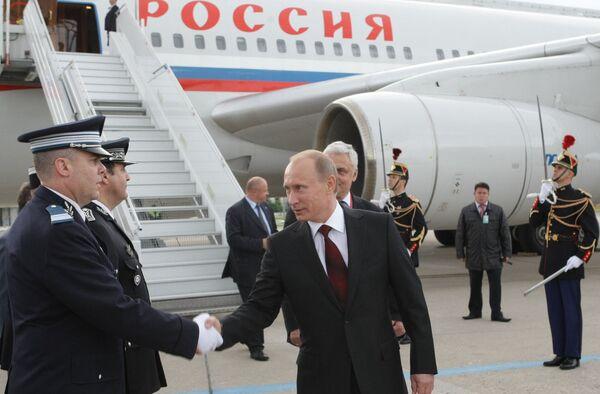 Премьер-министр РФ Владимир Путин прибыл с рабочим визитом во Францию