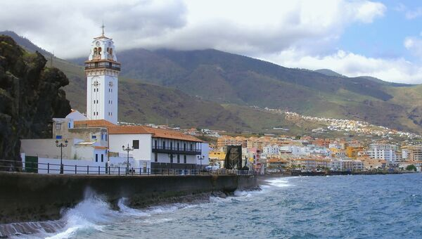 Панорама прибрежного городка Канделярия