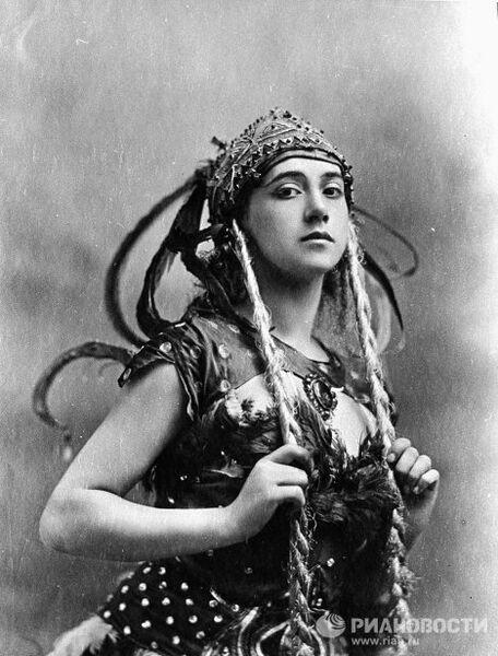 Танцовщица Тамара Карсавина в костюме Жар-птицы