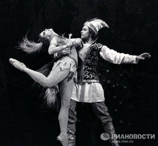 Майя Плисецкая и Николай Фадеечев в балете Игоря Стравинского Жар-птица