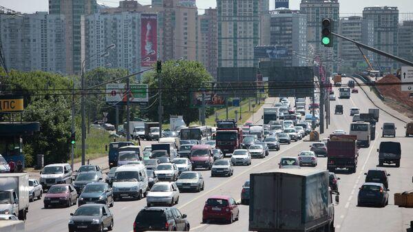 Ограничение движения автотранспорта на Ленинградском шоссе в районе выезда со МКАД в сторону центра из-за проведения дорожных работ.