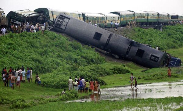 Взрыв поезда на востоке Индии 8 июля 2010 г.
