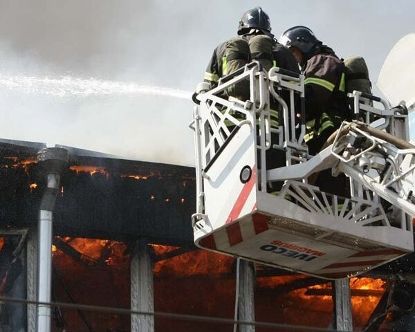 Пожар в центре Грабаря тушили с помощью вертолетов. Видео с места ЧП