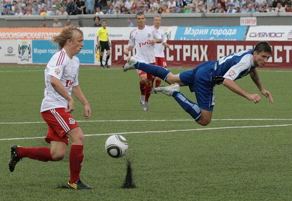 Игровой момент матча Сибирь (Новосибирск) - Локомотив (Москва)