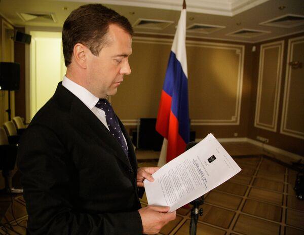 Дмитрий Медведев подписал указ о введении режима чрезвычайной ситуации в 7 российских регионах
