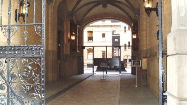 Место убийства Джона Леннона. Архивное фото