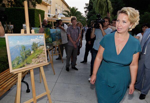Супруга президента РФ Светлана Медведева открыла выставку молодых художников Передвижной академии искусств