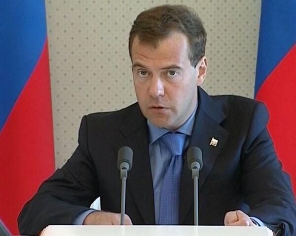 Медведев призвал избавиться от барьеров в торговле со странами ТС