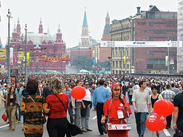 В День города на Тверской улице в Москве. Архив