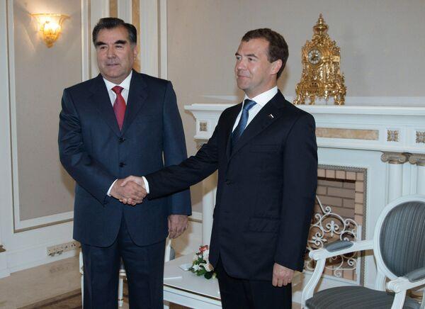 Президент РФ Дмитрий Медведев провел двустороннюю встречу с президентом Таджикистана Эмомали Рахмоном
