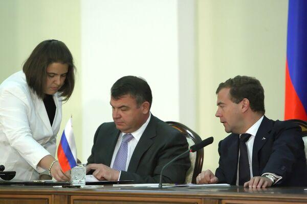 Россия и Армения подписали протокол о внесении изменений в двусторонний договор о российской военной базе в Гюмри