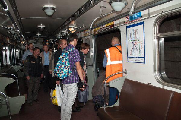 Энергетический коллапс в Петербурге. Пассажиры под землей