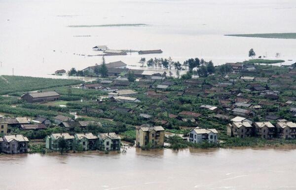 Затопленные дома в КНДР близ границы с Китаем