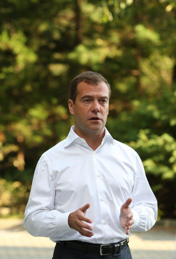 Дмитрий Медведев во время записи для личного блога нового видеобращения на тему о приостановке строительства дороги через Химкинский лес.