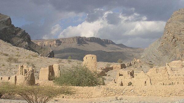 Руины древней крепости в городе Низва