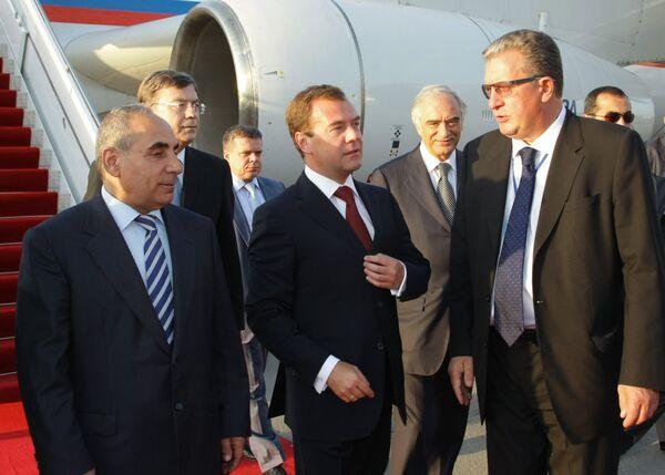 Президент России Дмитрий Медведев прибыл в Баку