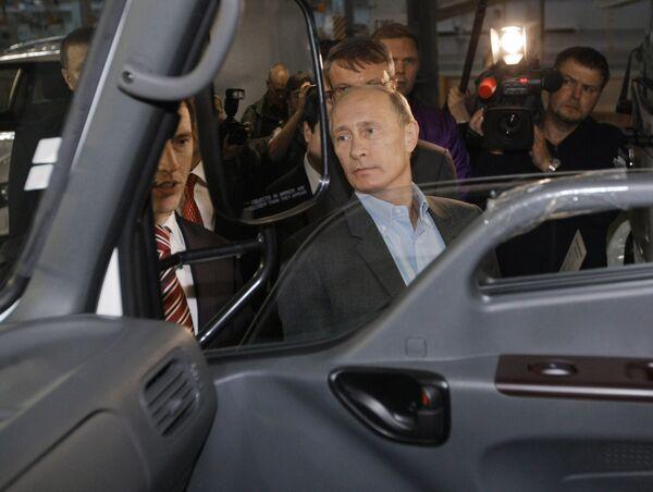 Премьер-министр РФ Владимир Путин посетил завод Ижавто