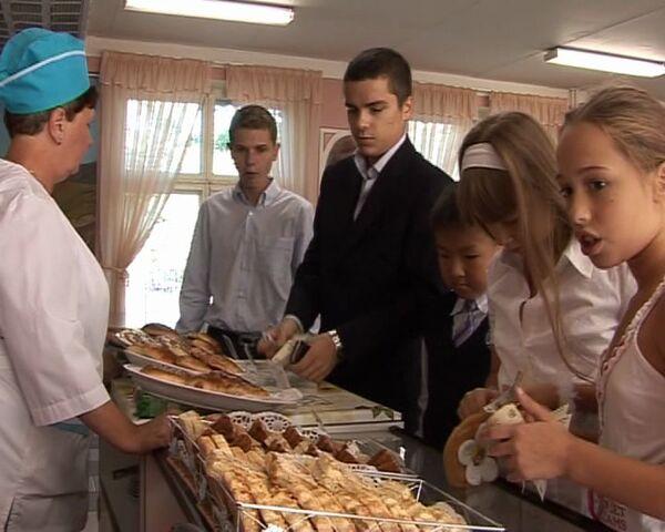 Чем кормят в школьной столовой