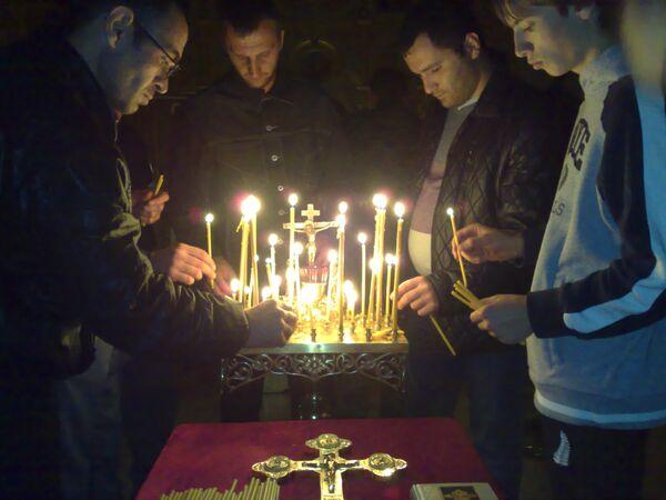 Жители Северной Осетии в память о погибших в теракте зажгли свечи
