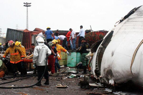 Самолет венесуэльской государственной авиакомпании Conviasa упал недалеко от города Пуэрто-Ордас на юго-востоке страны