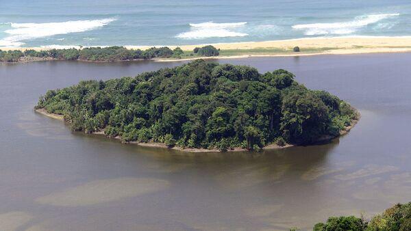 Маленький остров на южной оконечности Суматры